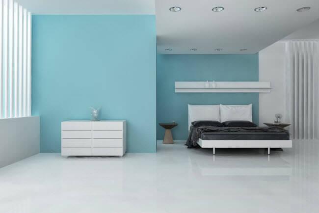 קירות בצבע טורקיז בחדר השינה
