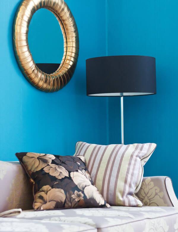 צבע טורקיז בסלון מעוצב